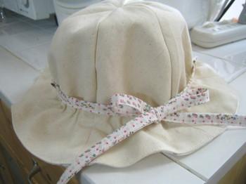 リバーシブルの帽子。