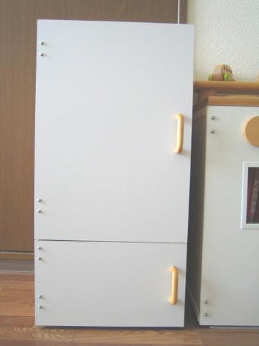 ままごと冷蔵庫。